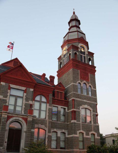 Pulaski Coiunty Courthouse